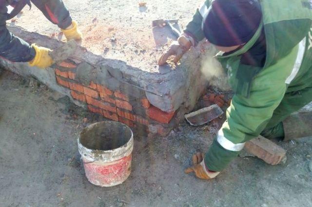 В Тюмени сотрудники УСТЭК спасли четырех бездомных собак из тепловой камеры