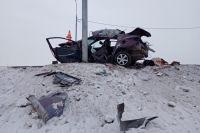 Hyundai Solaris влетел в столб в районе остановки  «с/х Толмачёвский» вблизи села Красноглинное.