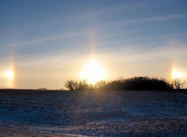 Утром 6 декабря жители Новосибирска стали свидетелями необычного явления — гало (парлегий).