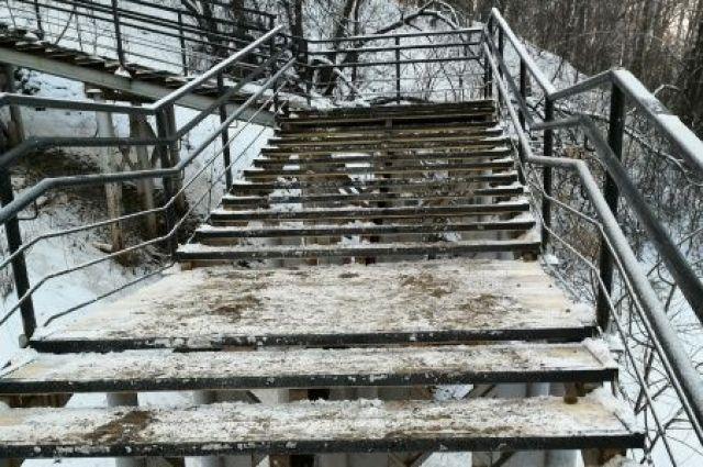Власти заявили, что теперь лестница на Вышке-2 безопасна.
