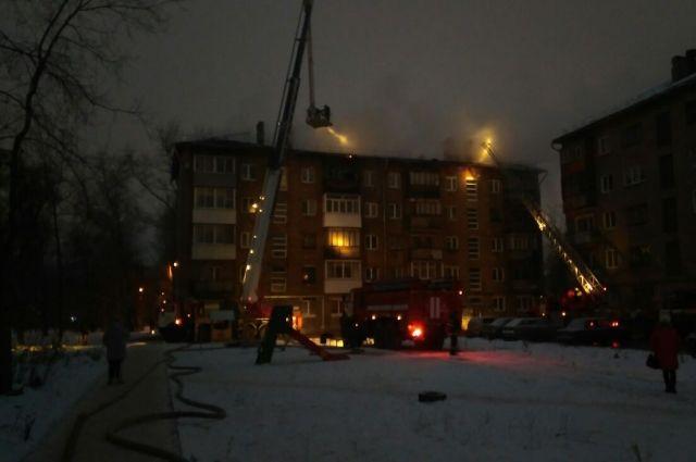 Дом приводят в порядок после пожара.