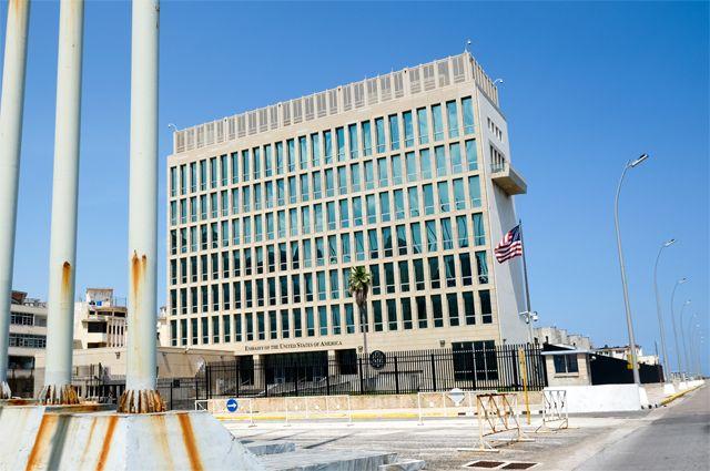 Здание посольства США на Кубе.