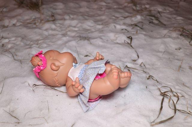По предварительной информации, ребёнок умер от обморожения.