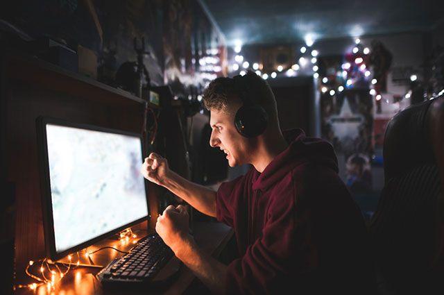 Жизнь в прямом эфире. Почему трэш-стримы в сети всё популярнее и опаснее?