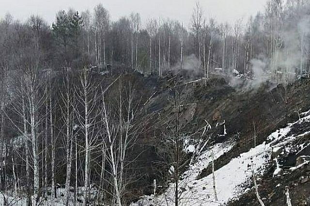 Верхний слой рухнул в выгоревшую пустоту с таким грохотом, что его услышали деревенские жители.
