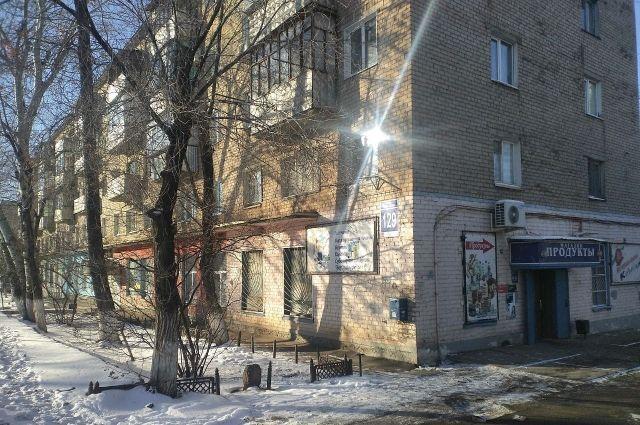 В Оренбурге аварийный дом на Одесской отказываются покидать некоторые жильцы.