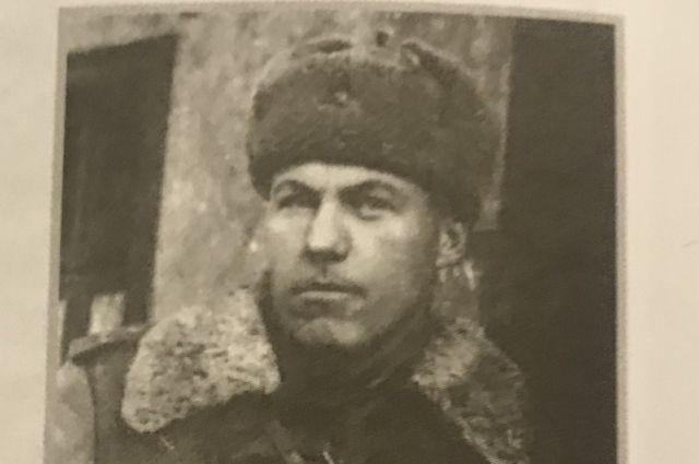 Боевое крещение выпускник Центрального московского института физкультуры, 28-летний лейтенант Василий Силява принял в январе 1942 года.