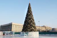 Затраты на главную новогоднюю ель составили 4 975 000 рублей.