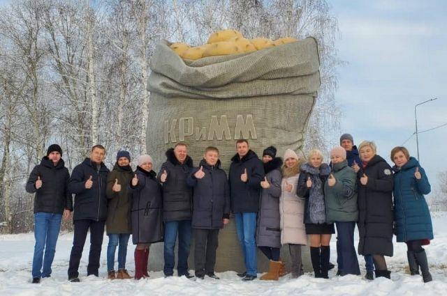 Тюменская агрофирма установила огромный арт-объект, посвященный картофелю