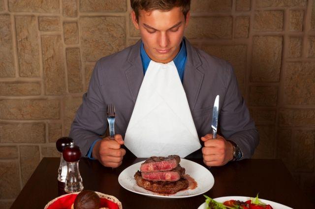 Чрезмерное употребление красного мяса – фактор риска развития колоректального рака.