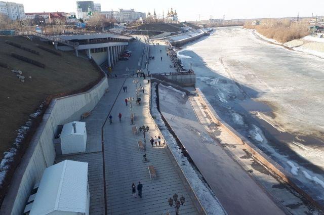 Парковка на набережной в Тюмени меняет режим работы