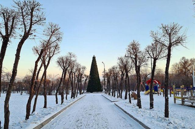 В сквере рядом с главной новогодней елкой появится ледовый городок.