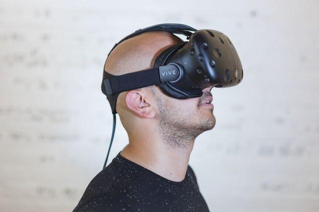 VR-очков перемещаться по картинке можно просто поворачивая голову.
