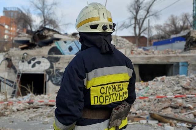 В Днепре в результате обрушения стены аварийного здания погиб мужчина