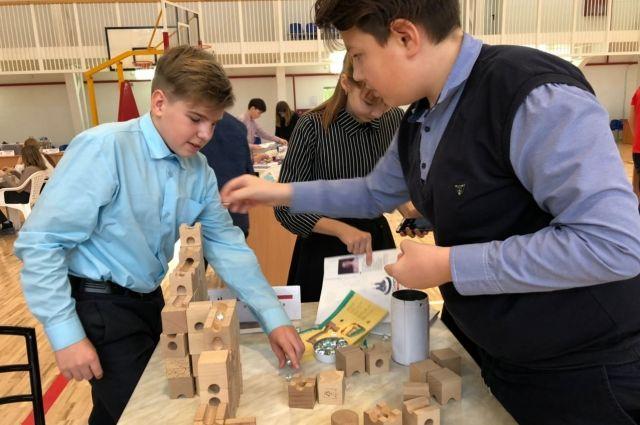 Вагайских школьников познакомили с профориентационными конструкторами