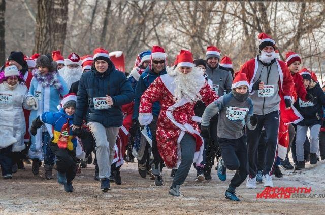 13 декабря в парке им. Горького состоится IV городской забег Дедов Морозов и Снегурочек.