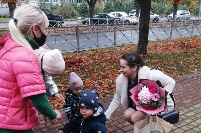 Элину Сушкевич пришли поддержать мамы, чьих детей она выходила.