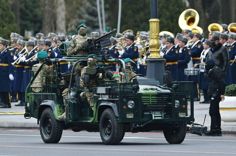 Проезд военной техники азербайджанской армии на военном параде в Баку.