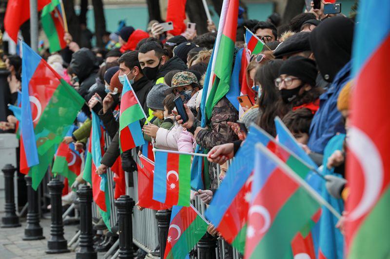 Зрители во время парада.
