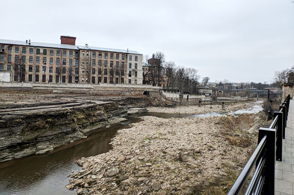 Сейчас многие исторические здания находятся в аварийном состоянии, усадебный дом разобран, фабричные корпуса разрушаются на глазах.