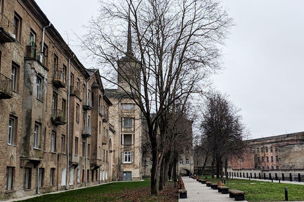 И исторический рабочий поселок и церковь-усыпальница семьи Штиглиц.