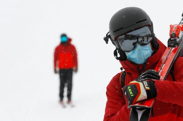 Врачи рассказали о вреде ношения маски на улице в мороз
