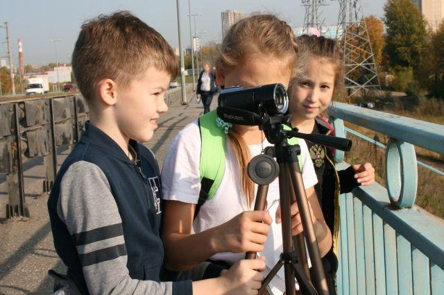 Ученики знакомятся с малыми реками и решают экологические проблемы.