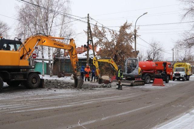 Тюменский водоканал проводит реконструкцию водовода на улице Свободы
