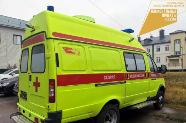 Автомобиль оснащен оборудованием для оказания неотложной помощи