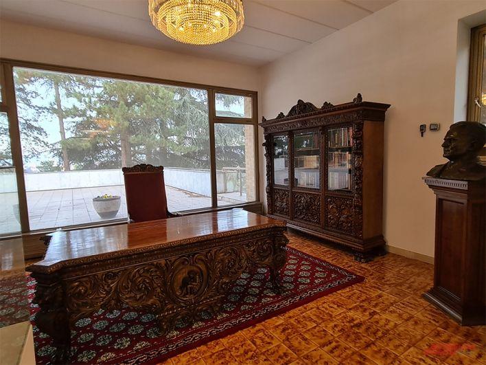 Мебель из кабинета маршала.