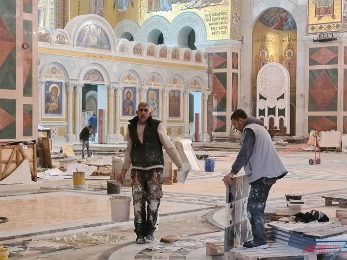 Ремонт в храме св. Саввы - теперь социализм заменяют религией.