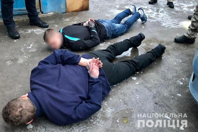 В Киевской области товарищи пьяного водителя набросились на полицейских.