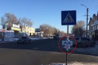 Водители Оренбурга начали сами рисовать и вешать дорожные знаки.