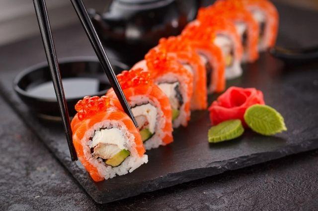 Оренбуржец заказал суши для новой знакомой и лишился 78 тысяч рублей.