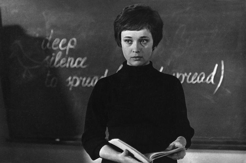В этот же день, за день до своего 75-летия, ушла из жизни актриса театра и кино, заслуженная артистка РСФСР Ирина Печерникова.