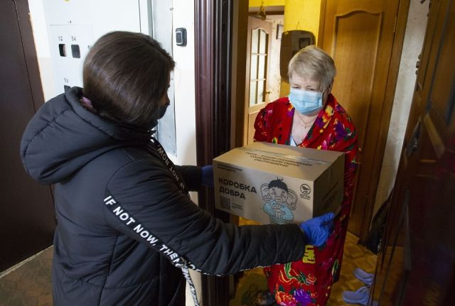 """По всему округу волонтеры доставили нуждающимся людям """"коробки добра"""""""