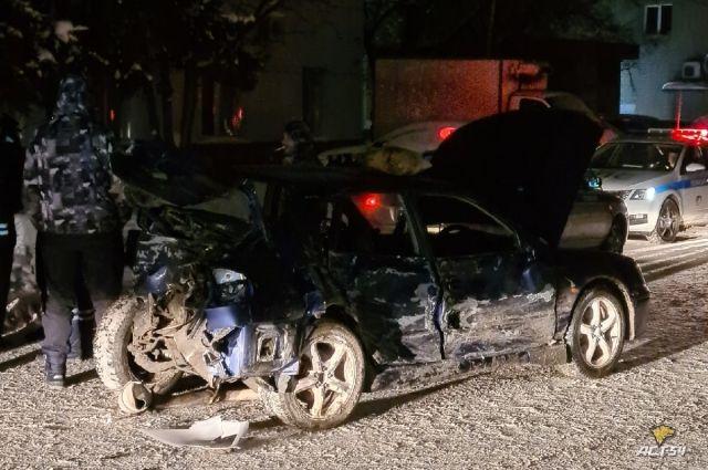 В происшествии пострадал пассажир зачинщика аварии.