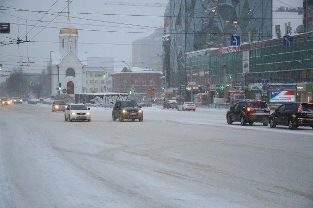 Небольшой снег ожидается повсеместно как в пригороде, так и в Новосибирске.