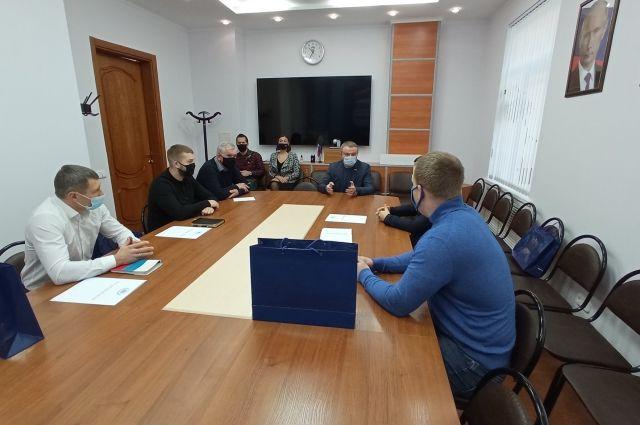 Работу тюменских волонтеров высоко оценил депутат Николай Брыкин