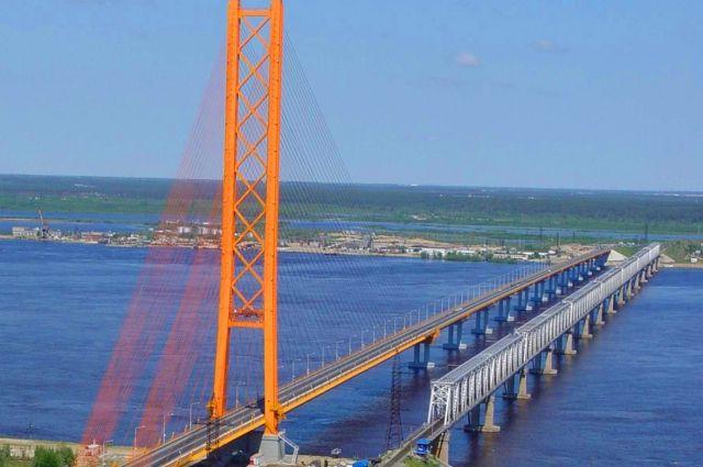 Мост через Обь, построенный в 2000 году