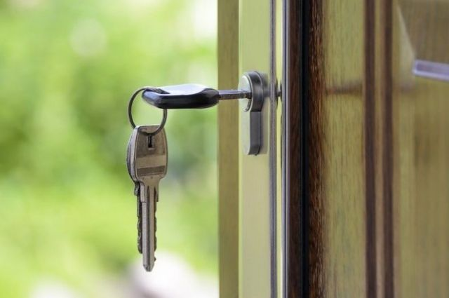Северянин  избил соседа из-за запертой двери