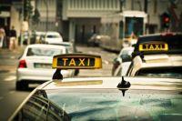В Ноябрьске пассажиры с ножом напали на водителя такси