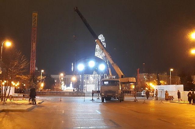 На Цветном бульваре в Тюмени начали строить ледовые горки