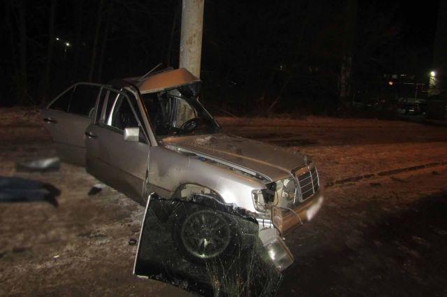Молодой водитель Mersedes скончался в ДТП в Ижевске