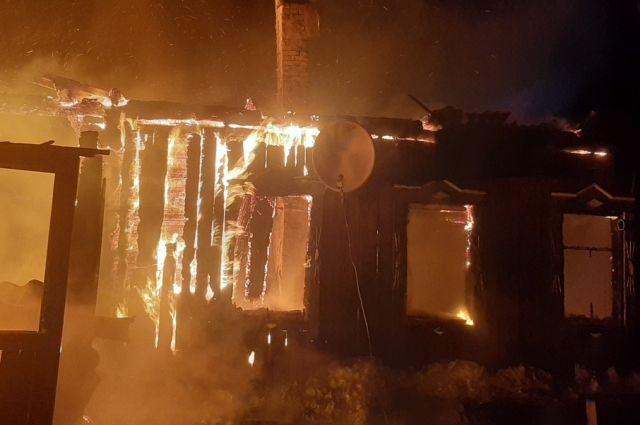 Когда пожарные прибыли на место, площадь горения достигла 72 кв.м