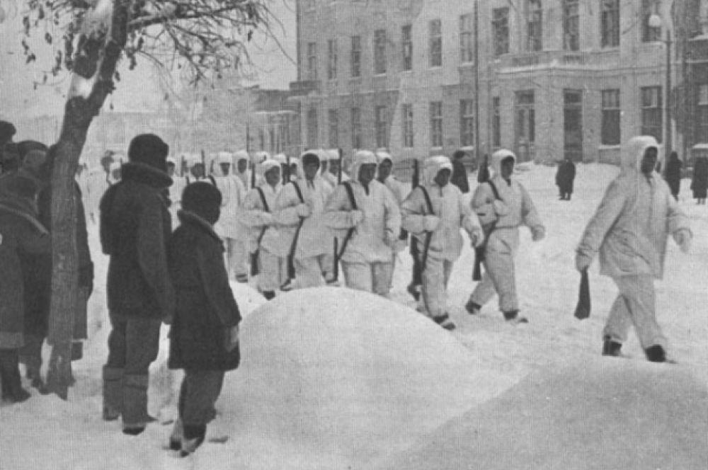Советские войска вступили в освобождённый Калинин.