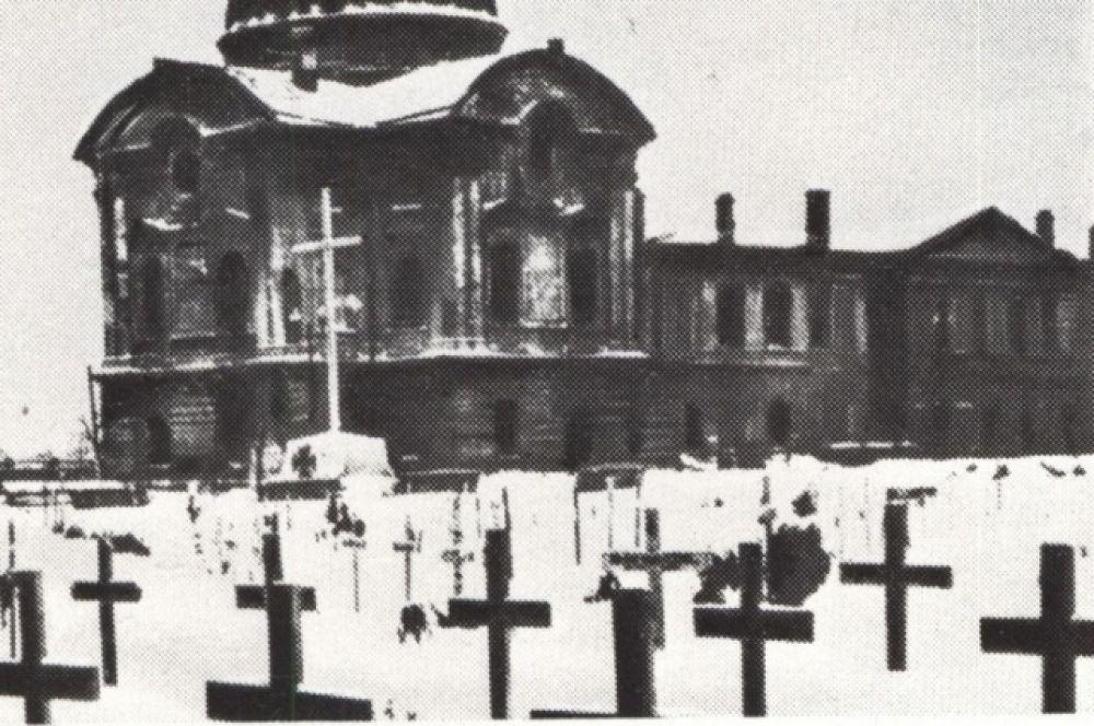 Немецкое кладбище на площади Революции (у Императорского дворца).