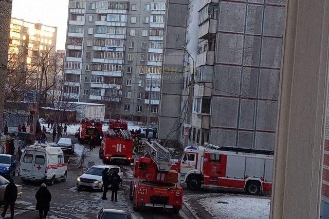 На место происшествия приехали несколько пожарных расчетов