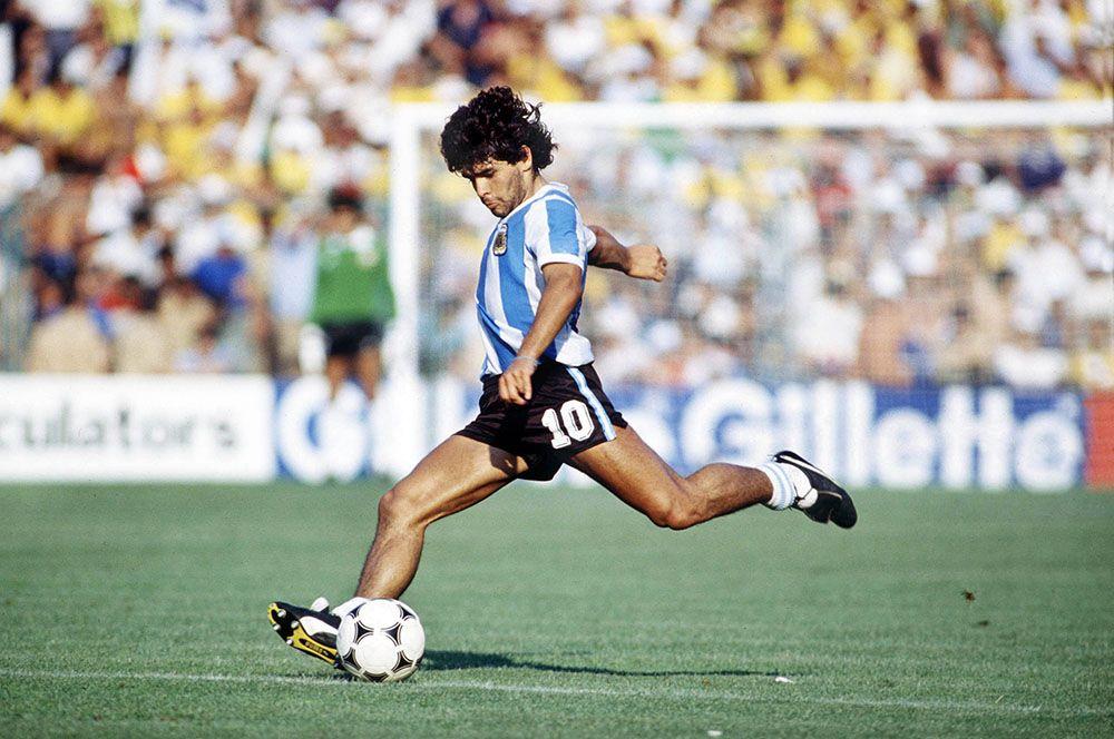 Диего Марадона. Диего Марадона в 1986 году выиграл чемпионат мира по футболу в составе сборной Аргентины. На том турнире в матче против сборной Англии он забил самый красивый гол в истории чемпионатов мира и самый скандальный, известный как «Рука бога». Марадона скончался 25 ноября этого года в возрасте 60 лет.