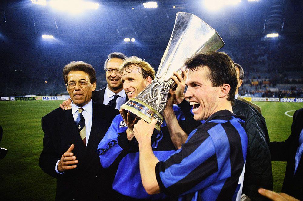 Лотар Маттеус. Лотар Маттеус – чемпион мира 1990 года в составе сборной ФРГ, а в 1980 году выигрывал чемпионат Европы. На клубном уровне добился больших достижений с «Баварией», став семикратным чемпионом страны в период с 1985 по 2000 годы.